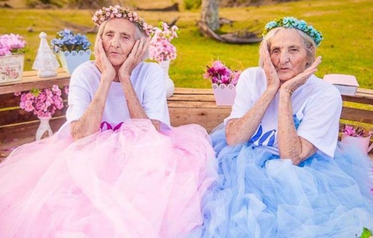 คุณยายฝาแฝด พี่น้อง ภาพน่ารัก