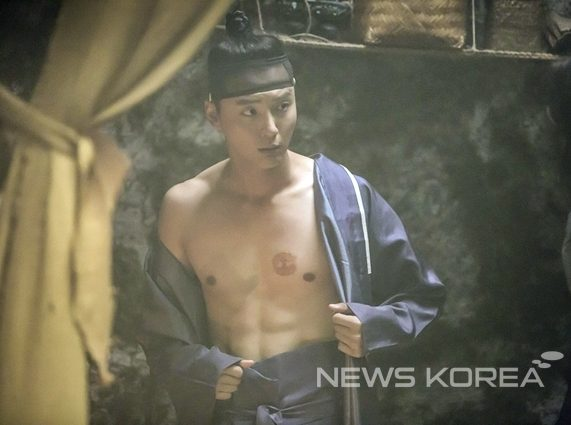 ยุนชียุน (Yoon Shi Yoon)
