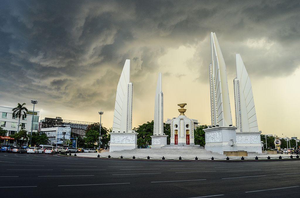 วันประชาธิปไตย วันสำคัญ อนุสาวรีย์ประชาธิปไตย เดือนตุลาคม ในหลวงรัชกาลที่ 9