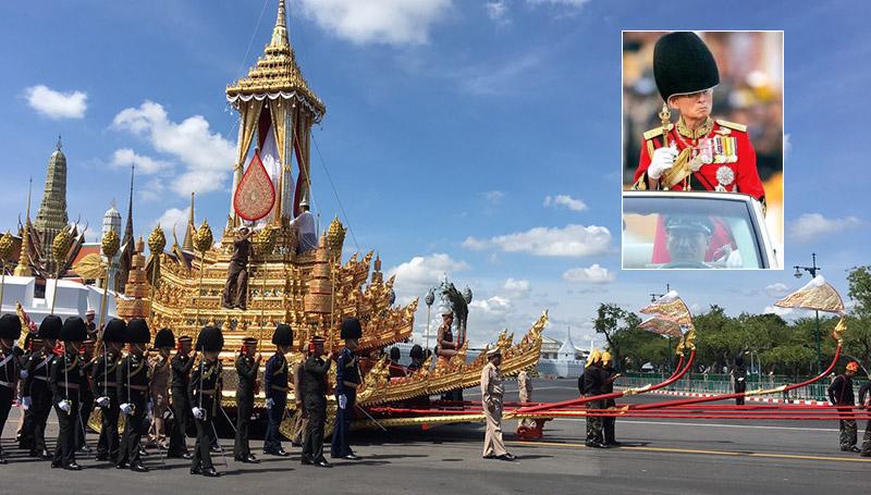 คนในภาพ ถวายงาน พระมหาพิชัยราชรถ พระราชพิธีถวายพระเพลิง ร.9 สำนักพระราชวัง