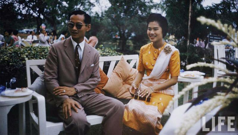 พระบรมฉายาลักษณ์ ราชวงศ์ไทย ในหลวงรัชกาลที่ 9