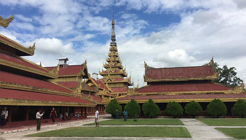 ประวัติศาสตร์ ประวัติศาสตร์พม่า พม่า พระนางศุภยาลัต พระราชวัง พระเจ้าสีป่อ มัณฑะเลย์