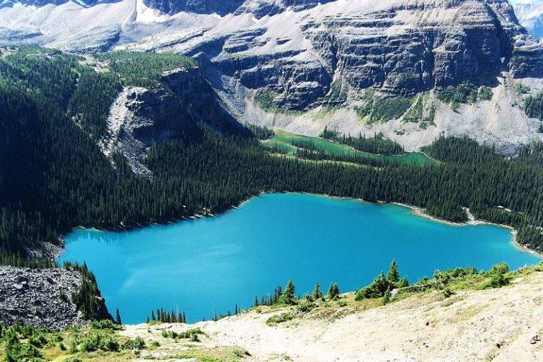 ทะเลสาบมรกต ประเทศแคนาดา