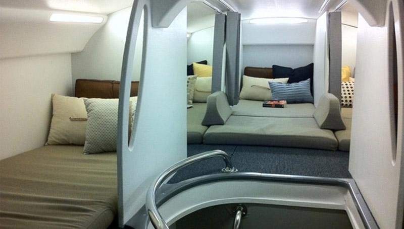 ห้องนอนที่นอนแอร์โฮสเตส ลูกเรือ สจ๊วต บนเครื่องบิน