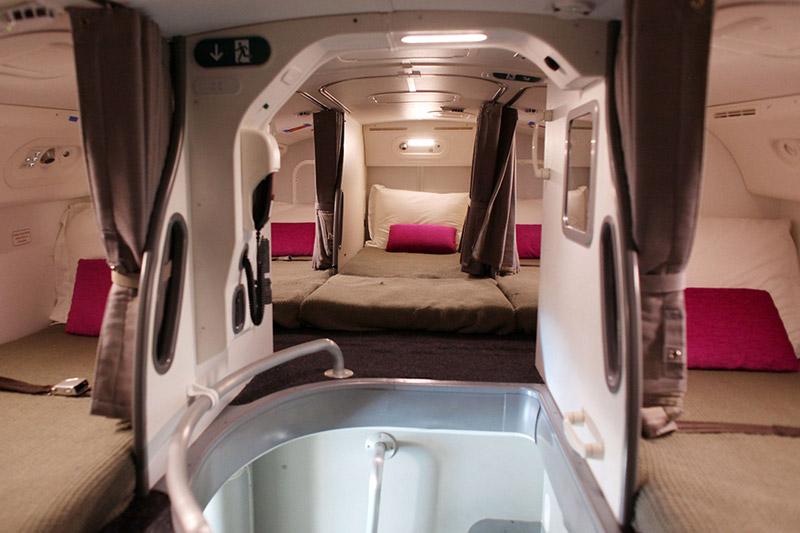 ที่นอน เครื่องบิน แอร์โฮสเตส โรงแรมแคปซูล