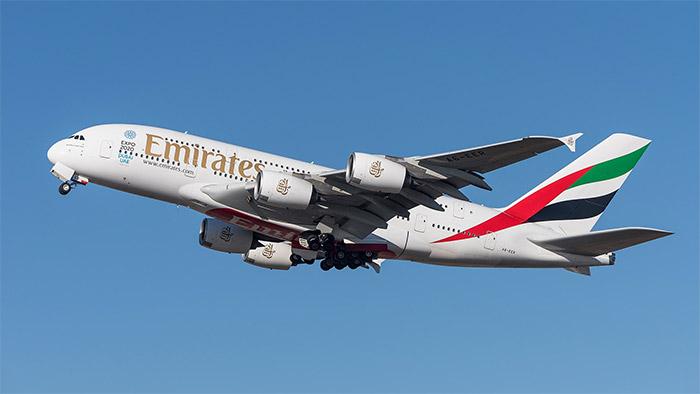 เอมิเรตส์เป็นสายการบินที่มีฝูงบินรุ่น เอ380 มากถึง 76 ลำ ในประจำการ ถึง เมษายน 2016