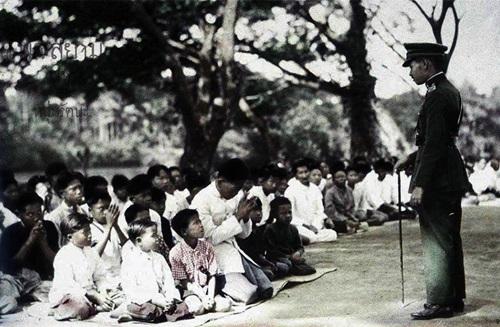 ภาพถ่ายเก่าๆ บอกเล่าเรื่องราวในอดีตของไทย พระบรมฉายาลักษณ์ล้นเกล้าฯ ของรัชกาลที่ 7 กับชาวสยาม