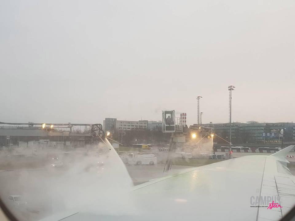 การฉีดสารป้องกันน้ำแข็งเกาะเครื่องบิน