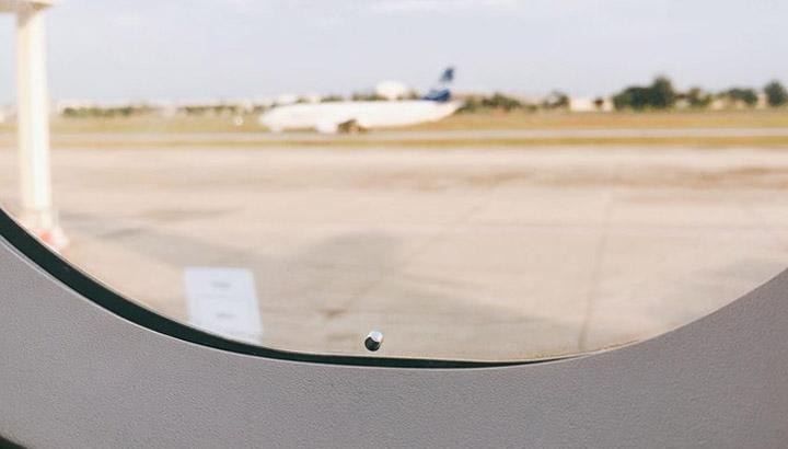 รูเล็กๆ หน้าต่าง เครื่องบิน