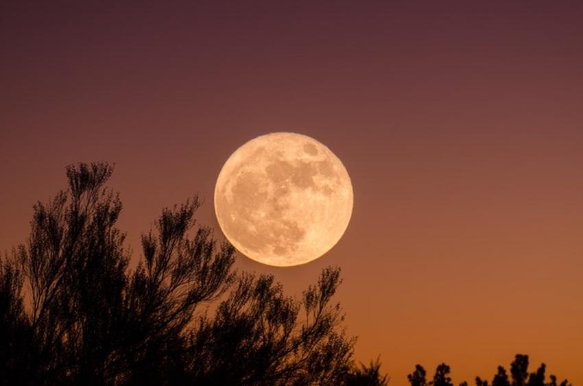 ดวงจันทร์ เปลี่ยนชื่อ