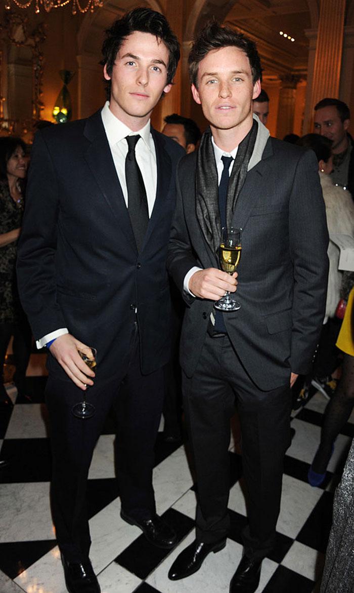 Eddie Redmayne กับน้องชาย Tom