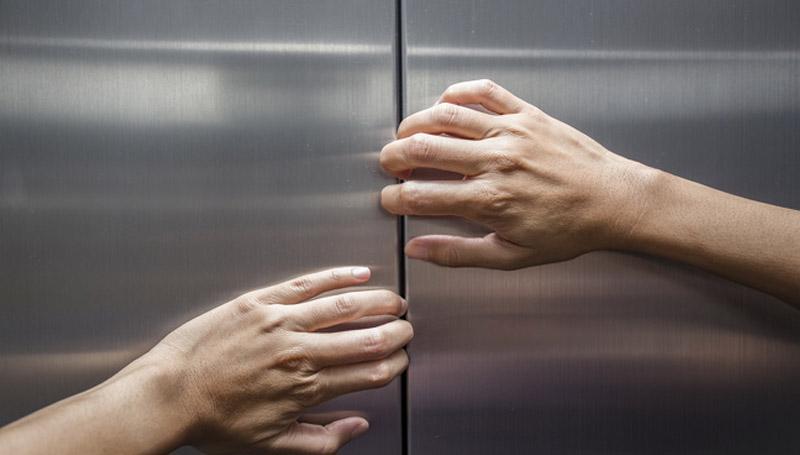 ลิฟต์ ลิฟต์ค้าง วิธีเอาตัวรอด