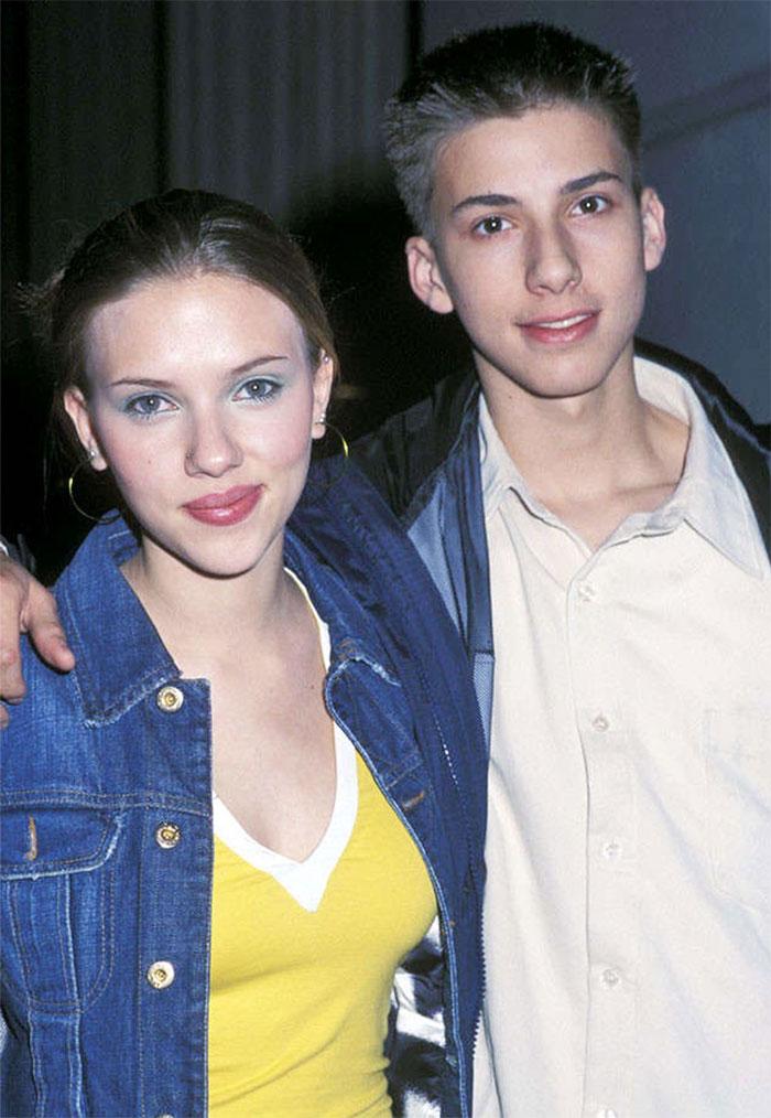 Scarlett Johansson กับน้องชายฝาแฝด Hunter