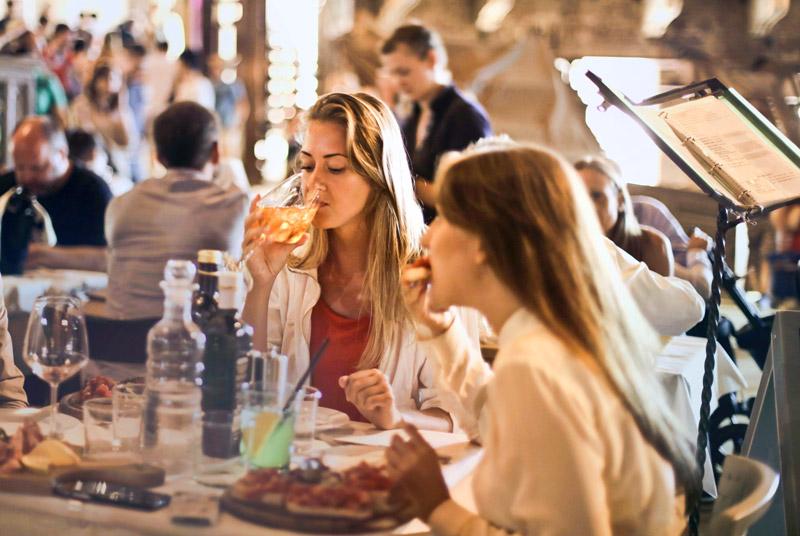 มารยาทบนโต๊ะอาหารแบบสากล ที่ต้องรู้