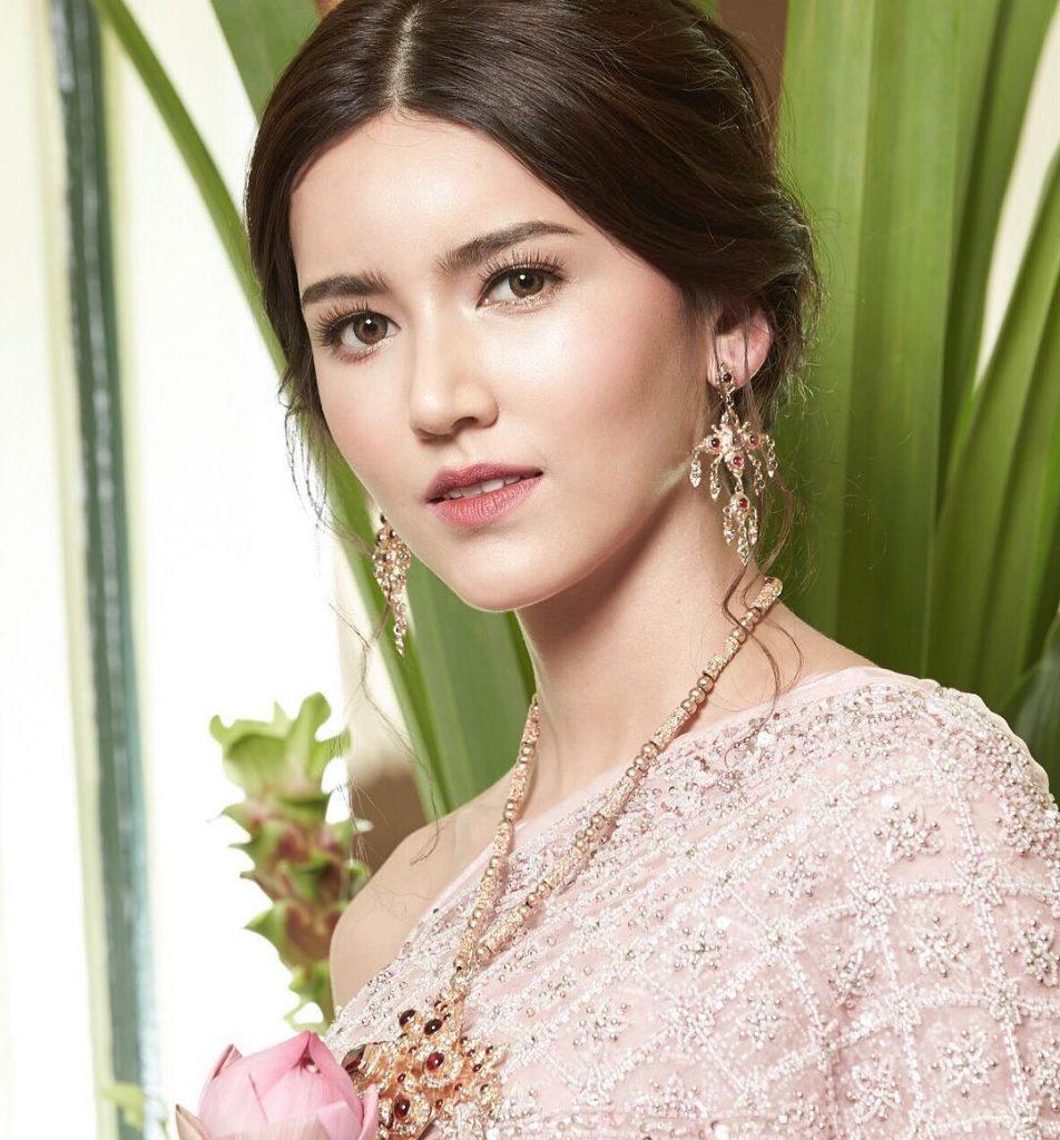 ไอซ์ อามีนา สวยในชุดไทย
