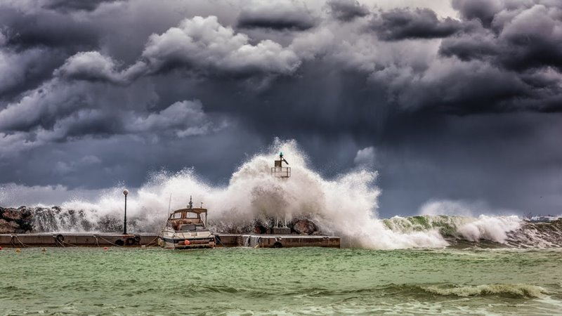 พายุฝนฟ้าคะนอง พายุหมุนเขตร้อน ภัยพิบัติ วาตภัย วิธีเอาตัวรอด