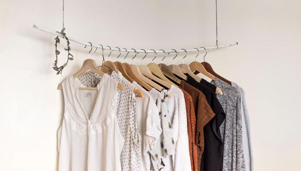 ตู้เสื้อผ้า เสื้อผ้า