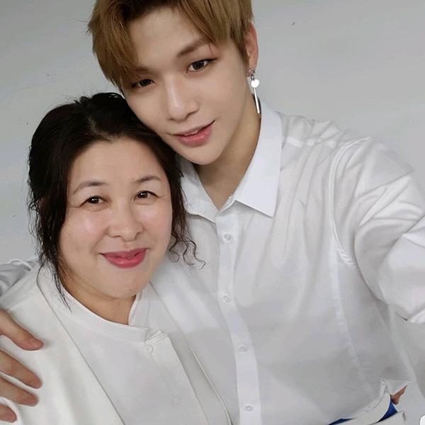คังแดเนียล วง Wanna One และ คุณแม่