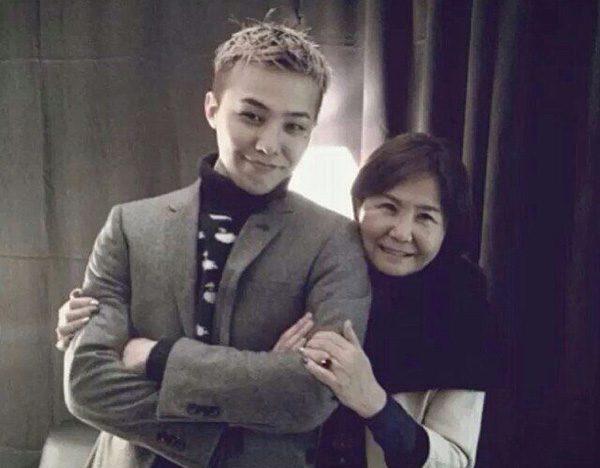 จี คราก้อน วง Big Bang และ คุณแม่