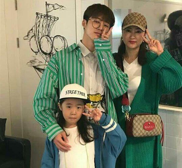 บีไอ วง iKON และ คุณแม่