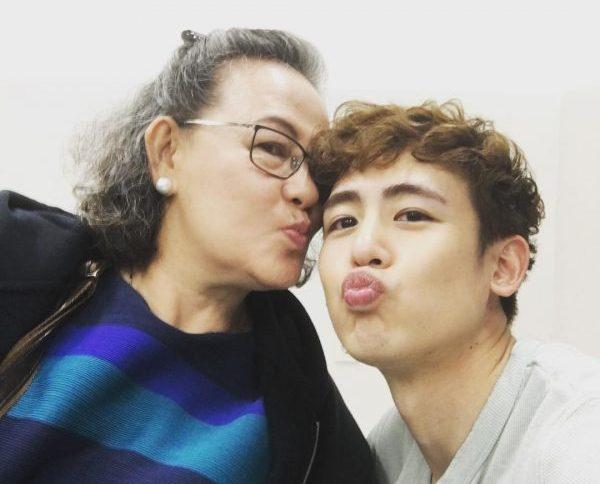 นิชคุณ วง 2PM และ คุณแม่
