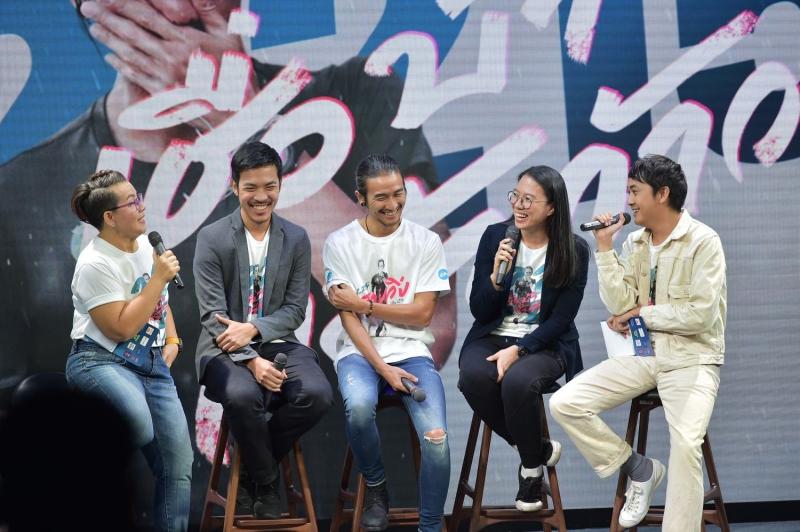 """""""ตูน-อาทิวราห์"""" ภาพยนตร์คลุกวงใน ตลอด 55 วัน ของ """"ก้าวคนละก้าว"""" คิง เพาเวอร์ให้คนไทยได้ชมฟรีจำนวน 720,000 ที่นั่ง"""