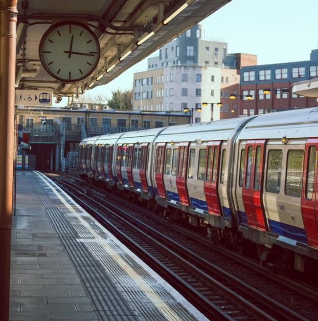 สถานีรถไฟใต้ดิน