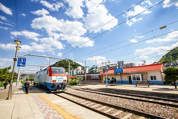 기차 (คี ชา) รถไฟ