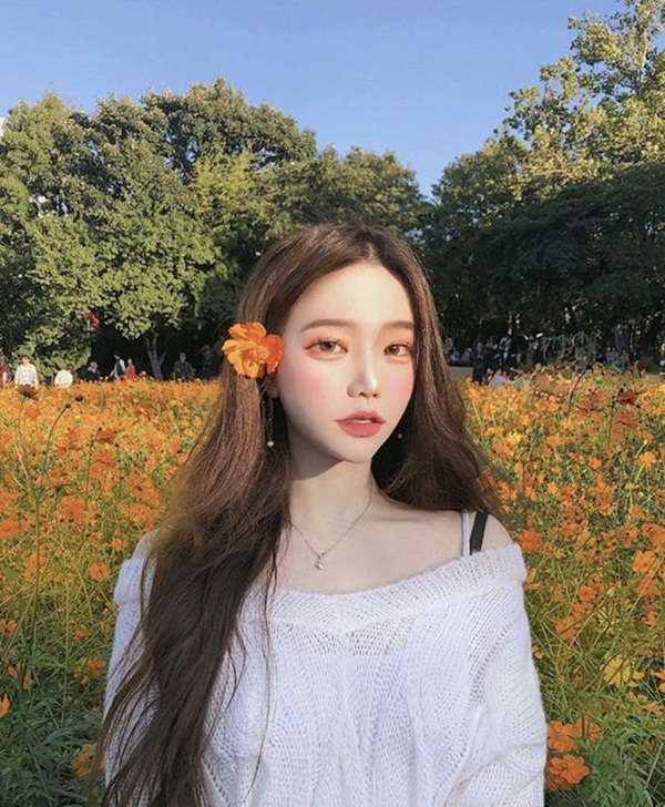 น่ารักงุ๊งงิ๊ง 15 ไอเดียถ่ายรูป ผมกับดอกไม้ ฉบับสาวแบ๊ว