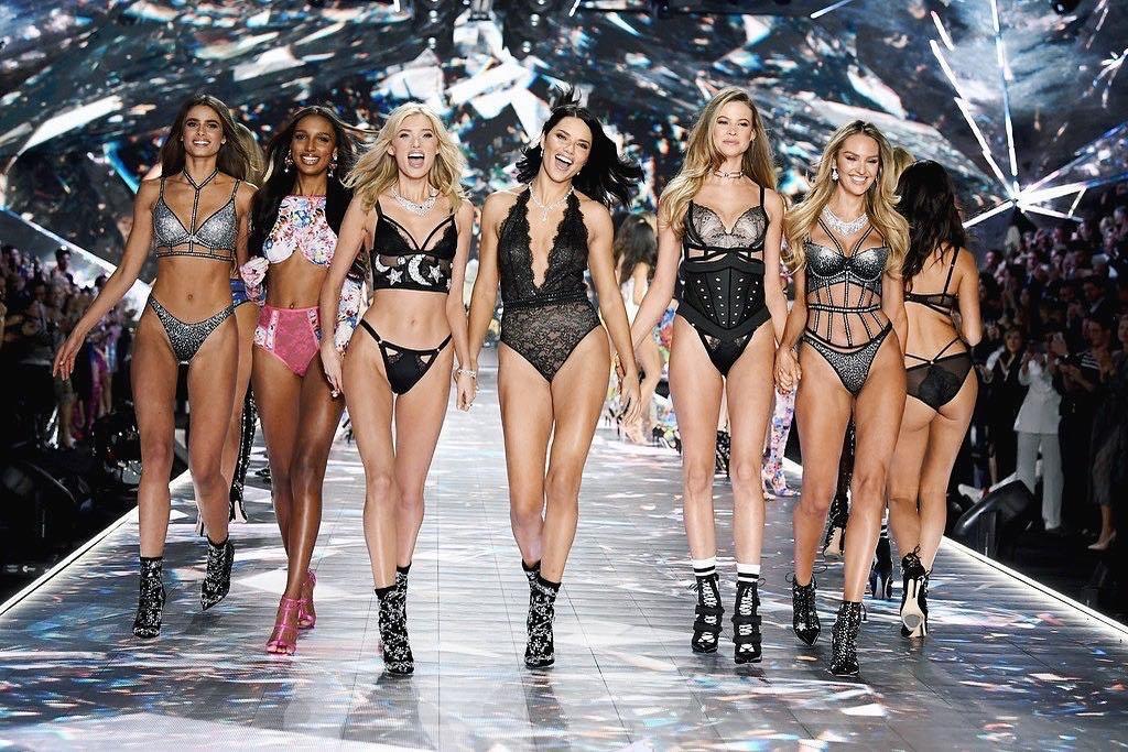 รวมภาพเดินแฟชั่นของเหล่านางฟ้า วิคตอเรียซีเคร็ท Victoria's Secret Fashion Show 2018