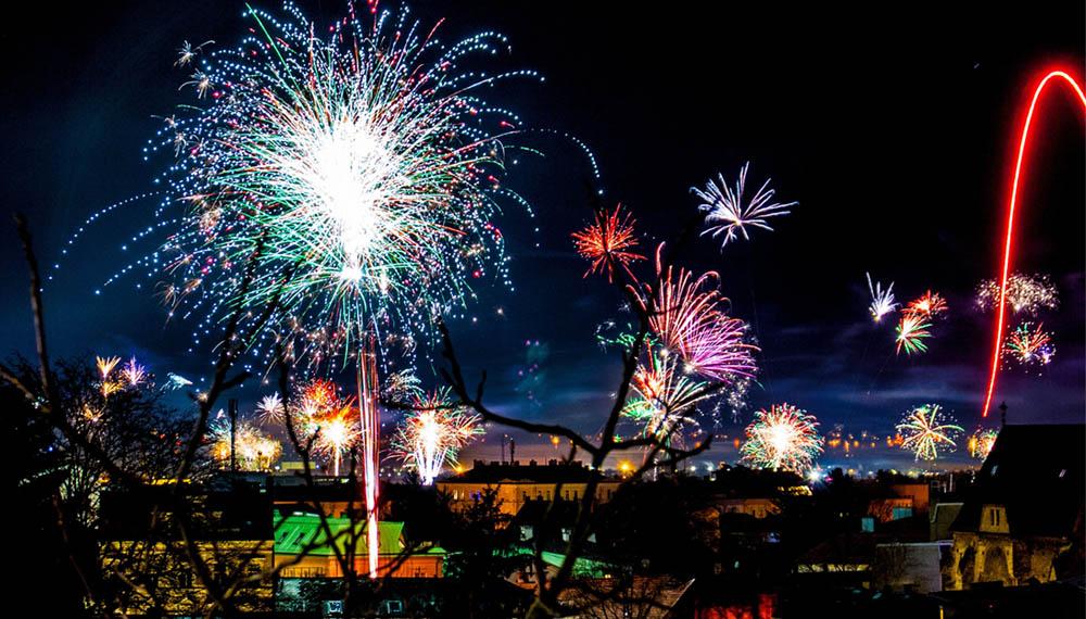 ต้อนรับเทศกาลปีใหม่ วันปีใหม่