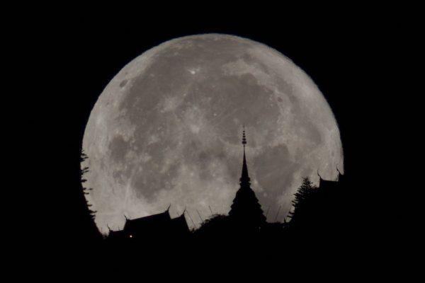 ดวงจันทร์เต็มดวงใกล้โลก (Super Full Moon)