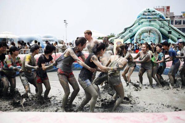 เทศกาลโคลนที่เมืองโบรยอง หรือ Boryeong Mud Festival ประเทศเกาหลีใต้