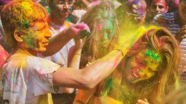 เทศกาลสาดสี หรือ Holi Festival ประเทศอินเดีย