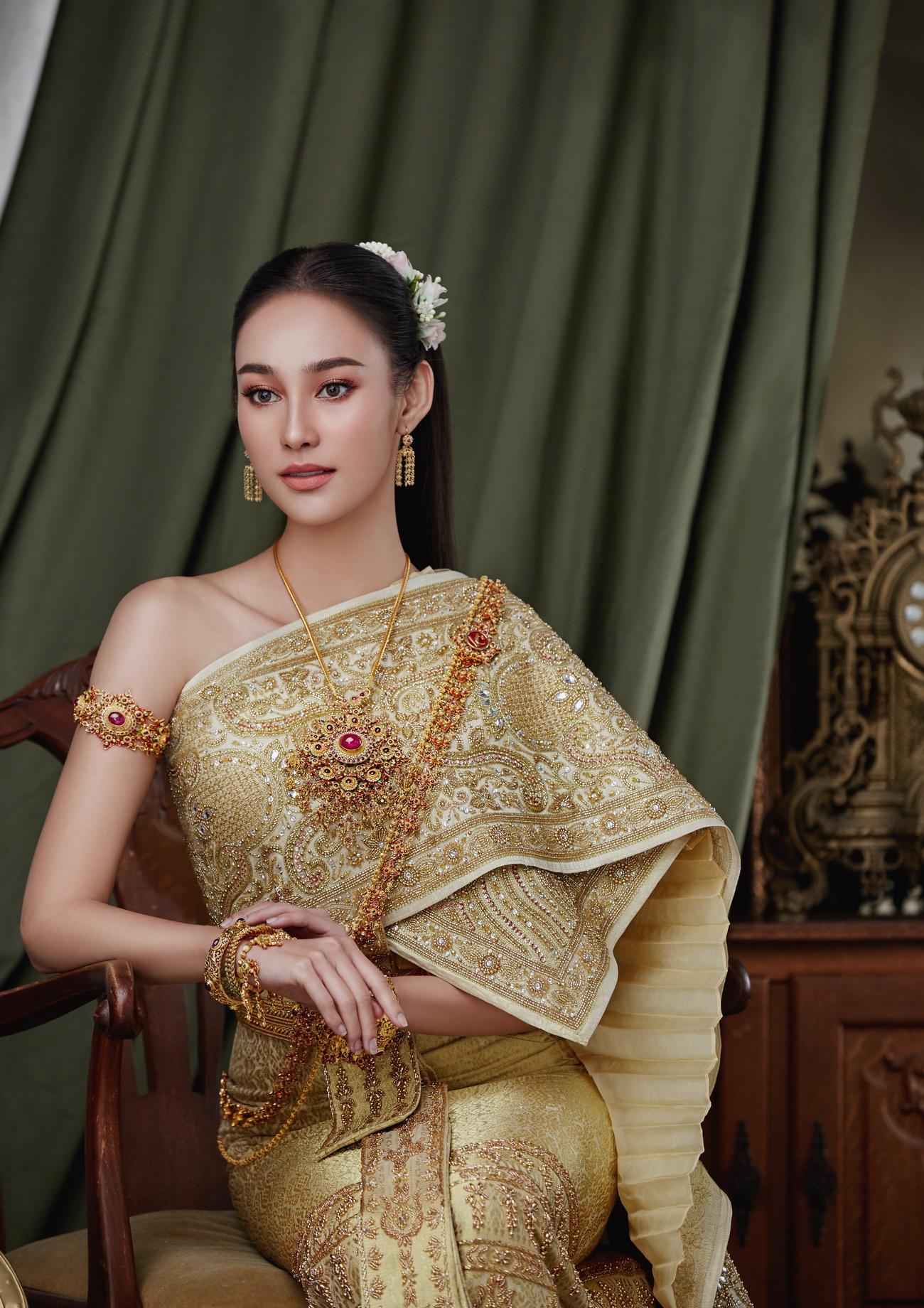 นาว-ทิสานาฏ ในชุดไทย สุดคลาสสิค
