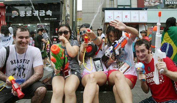 เทศกาลปืนฉีดน้ำ หรือ Water Gun Festival ประเทศเกาหลีใต้