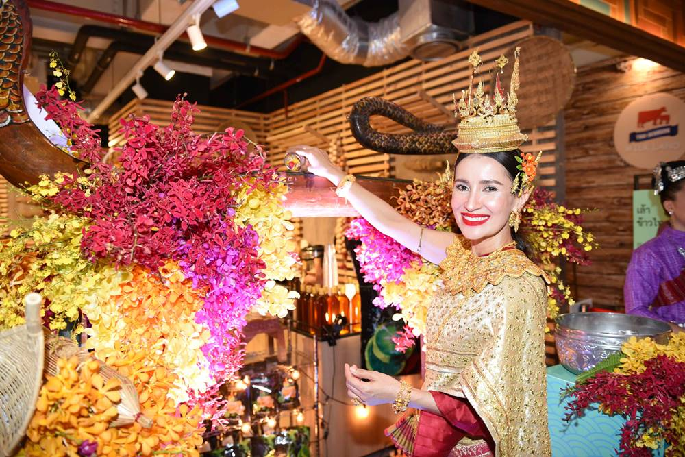 ชุดไทย วัฒนธรรมไทย วันสงกรานต์ แอน ทองประสม ไอคอนสยาม