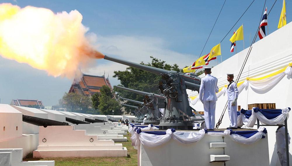 กองทัพบก กองทัพอากาศ กองทัพเรือ ประเพณี ป้อมวิไชยประสิทธิ์ ปืนใหญ่ พระราชพิธี พระราชวังเดิม พิธีบรมราชาภิเษก ยิงสลุต